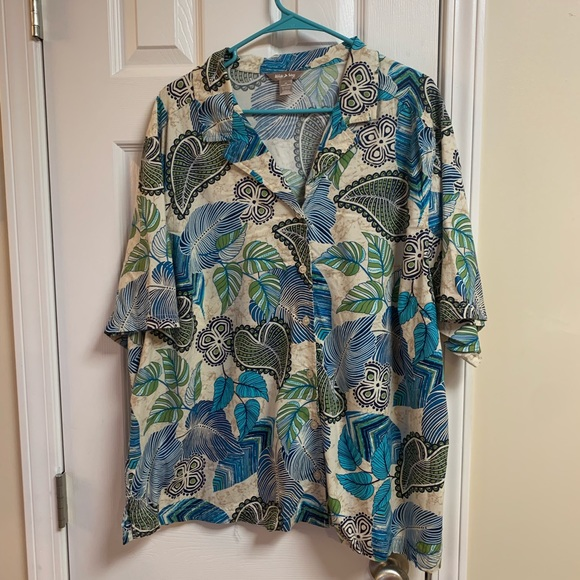 White Stag Tops - White Stag floral Hawaiian print collared shirt